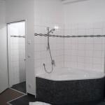 Max Winter  Zimmer mit Dusche oder Badewanne